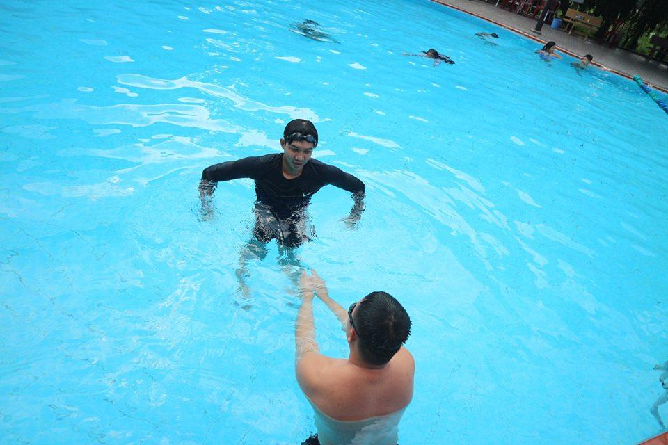 Lớp học bơi ở khu công nghiệp tân bình
